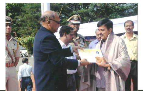 Shri Anup Priolkar receiving the Best Non Government Organisation 2012 award